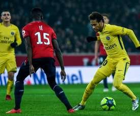 Neymar somou mais um gol à sua conta, nesta visita ao Lille. AFP