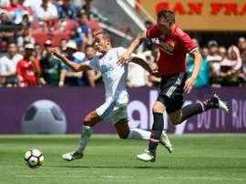 Zagueiro inglês estará afastado de dois jogos importantes. AFP