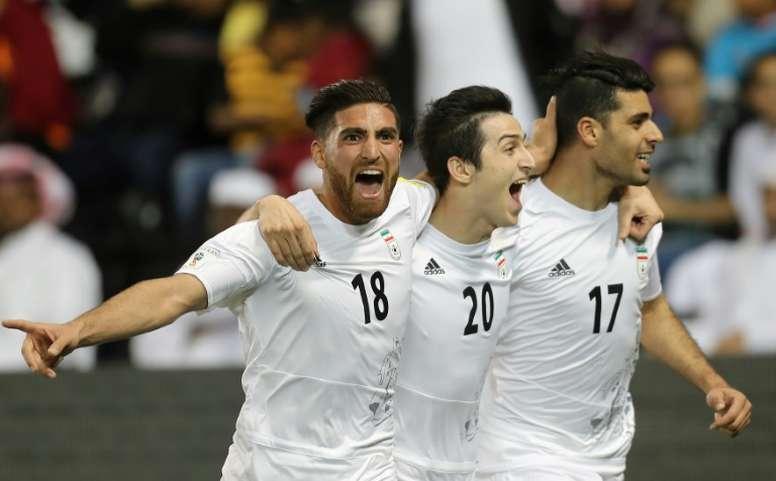 Mehdi Taremi partage sa joie avec ses coéquipiers après son but face au Qatar. AFP