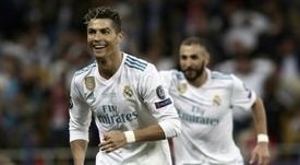 Entra Ronaldo, sai Higuaín. AFP