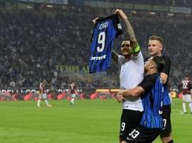 Icardi fue el héroe del Inter ante el Milan con un 'hat trick'. AFP