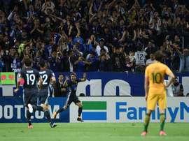 L'attaquant Takuma Asano (c) ouvre le score pour le Japon face à l'Australie. AFP