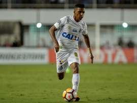 Rodrygo já voltou a treinar com o Santos. AFP