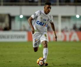 Rodrygo lidera la remontada y pone a Santos en la siguiente ronda. AFP