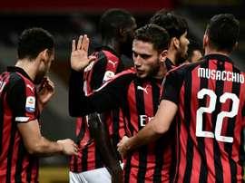 Les joueurs de Milan en liesse lors du but contre son camp du joueur de Sassuolo Lirola. AFP