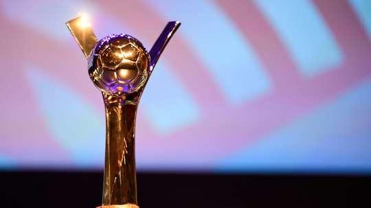 Le trophée de la Coupe du monde de la Fifa des U20 lors du tirage au sort effectué à Rennes. AFP