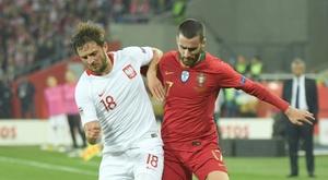 Le Portugais Rafa Silva et le Polonais Bartosz Bereszynski à la lutte en Ligue des nations