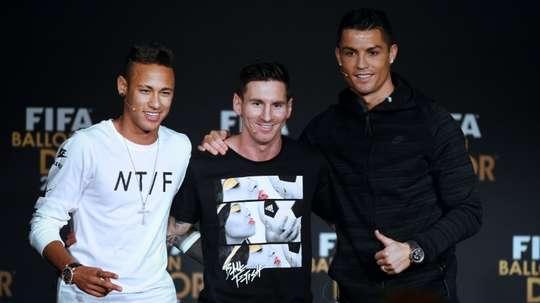 Messi, Cristiano Ronaldo e Neymar formavam o pódio dos atletas mais bem pagos. AFP