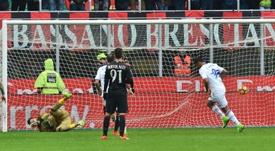 Le Colombien Muriel inscrit un penalty contre l'AC Milan. AFP