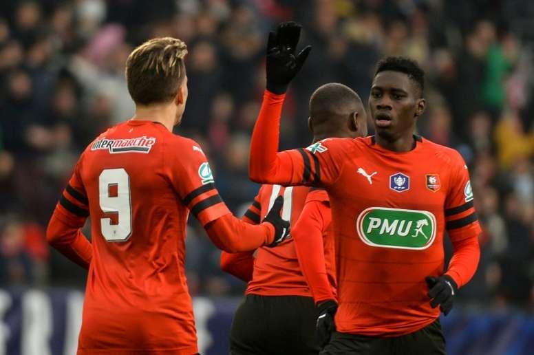 El delantero está saliéndose en el Rennes. AFP