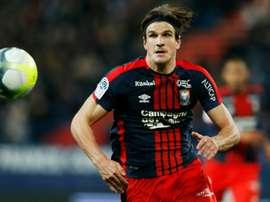 Santini fue titular ante España. AFP