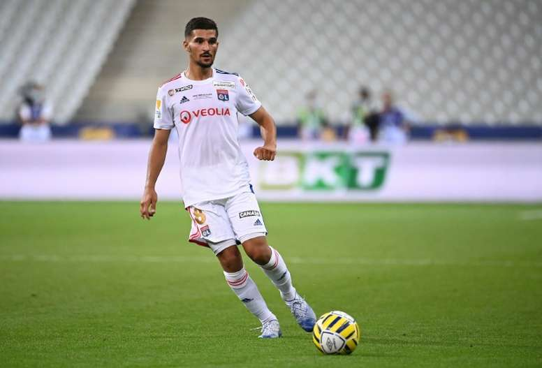 Lyon's president is doing everything possible to hold on to Aouar. AFP/Archivo