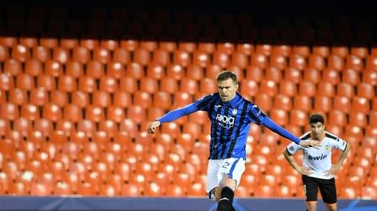 Siete meses después de su gran noche, regresa el goleador triste. AFP