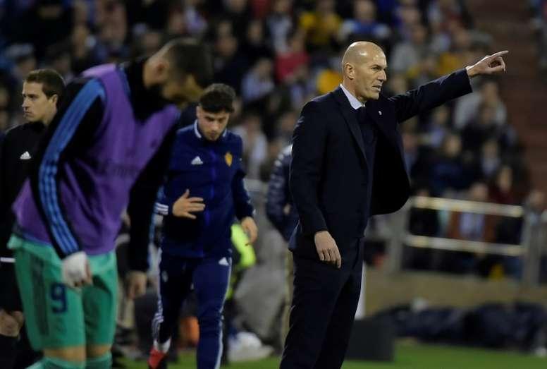 Zidane deberá decidir quién juega arriba tras el regreso de Hazard. AFP