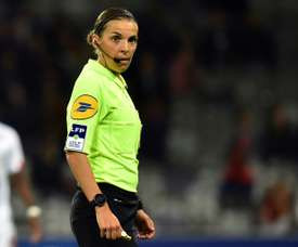 Stéphanie Frappart devant 90.000 spectateurs pour le match féminin Angleterre-Allemagne