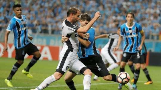 Joel Carli do Botafogo Copa Libertadores à Porto Alegre.