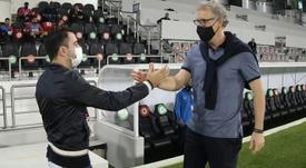 Xavi supera a Blanc el el gran duelo de Catar. AFP