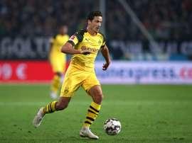 Le milieu de Dortmund Thomas Delaney contrôle le ballon face à Hanovre. AFP