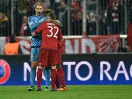 Kingsley Coman et Joshua Kimmich avec le gardien Manuel Neuer, le 16 mars 2016 à Munich. AFP