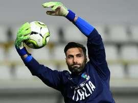 O Napoli pensa em Sirigu para o seu gol. AFP