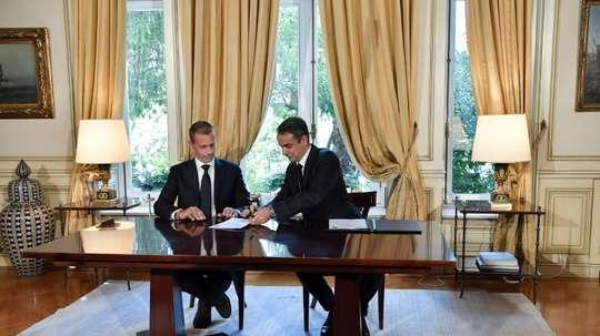 Le gouvernement grec et l'UEFA s'engagent à assainir le football grec. AFP