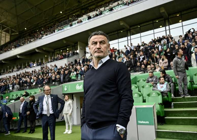 Christophe Galtier suit le match contre Saint-Etienne. AFP