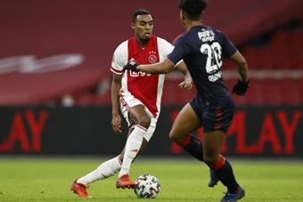 Ajax goleia e vai à caça do PSV. AFP