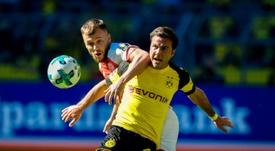 El centrocampista podría aterrizar en LaLiga. AFP