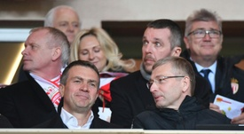 L'homme d'affaires russe Oleg Petrov échange avec le président de l'AS Monaco Dmitri Rybolovlev. AFP