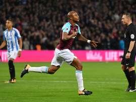 Andre Ayew exulte après avoir inscrit le 2e but de West Ham contre Huddersfield. AFP