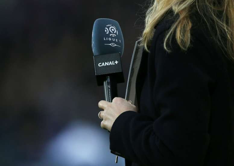 Ligue 1 suspendue: Canal+ refuse de verser les droits TV à la LFP en avril