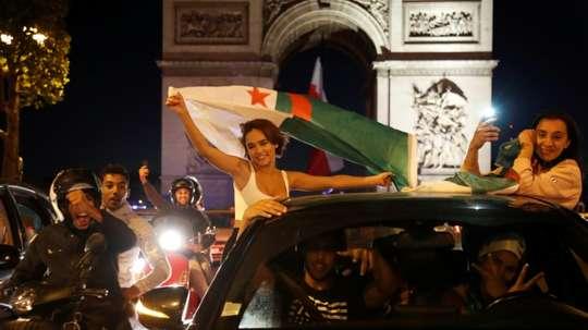 Liesse des supporters des Fennecs sur les Champs-Elysées. AFP