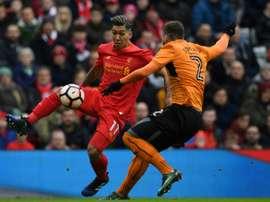 Ni Firmino ni el resto del Liverpool pudieron con los Wolves. AFP