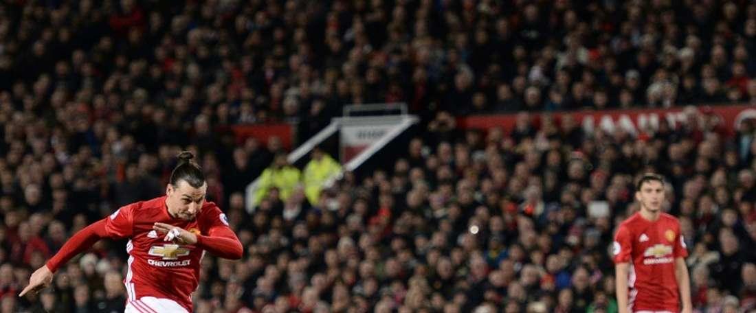 Zlatan Ibrahimovic es uno de los mejores futbolistas que disputan la Europa League. EFE/Archivo