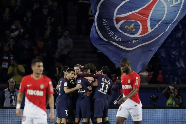 Les joueurs du PSG fêtent leur titre de champion. AFP