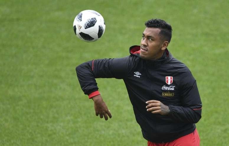 Renato Tapia ve muy importante ganar el primer partido. AFP