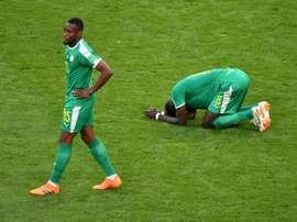 Salif Sane (d) et Diafra Sakho après la défaite contre la Colombie. AFP
