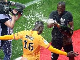 Les joueurs de Reims fêtent leur retour en L1 après la victoire sur Ajaccio. AFP