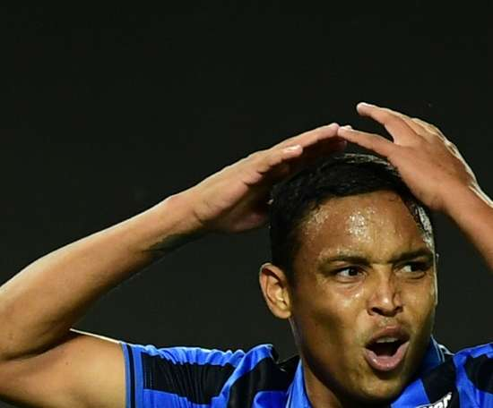 L'attaquant de l'Atalanta Luis Muriel blessé à la tête. afp
