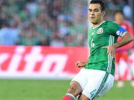 Le capitaine du Mexique Rafael Marquez tire un coup franc contre la Jamaïque en Copa America. AFP