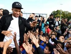 Kylian Mbappé accueilli en héros. AFP