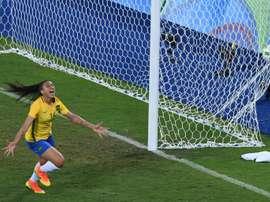 Brasil arrolla a Suecia y levanta el ánimo de su hinchada. AFP