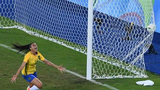 La joie de la Brésilienne Beatriz buteuse face à la Suède lors des JO de Rio, le 6 avril 2016