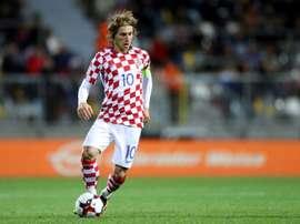 Luka Modric contrôle le ballon lors du match face à la Finlande en qualif pour le Mondial. AFP