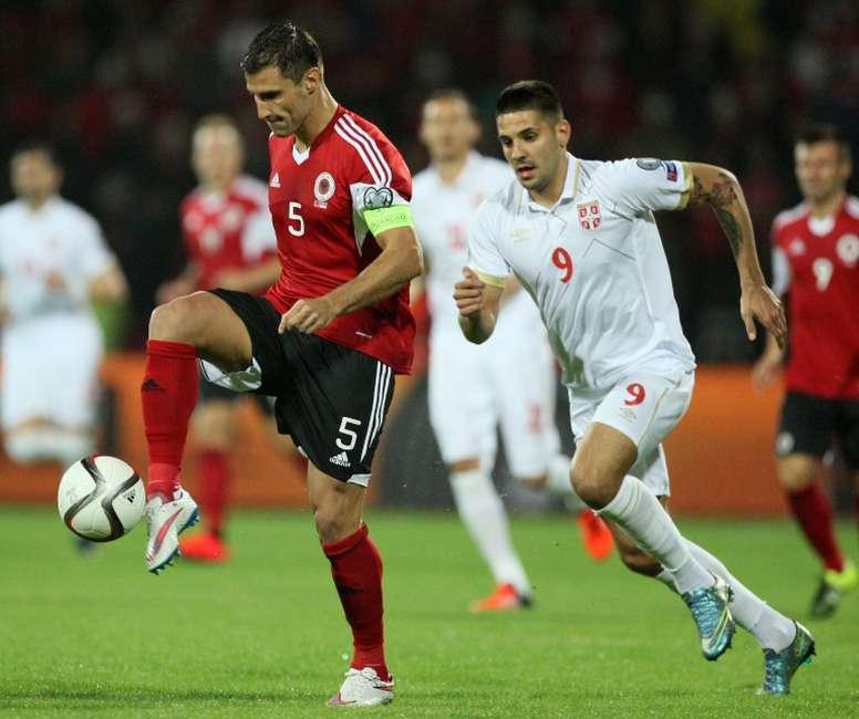 El capitán albanés sigue sin equipo. AFP