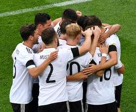 Les Allemands se congratulent après un but contre l'Australie en Coupe des Confédérations. AFP