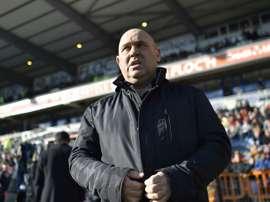 L'entraîneur de Lille Frédéric Antonetti attend le coup d'envoi face à Lorient au Moustoir. AFP