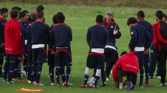 Ronald Gonzalez (c), alors entraîneur de léquipe nationale U20, lors dun entraînement à Bogota. AFP