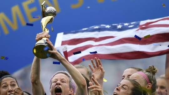 Le Mondial féminin de foot, un coup de projecteur et des coups de mou. AFP