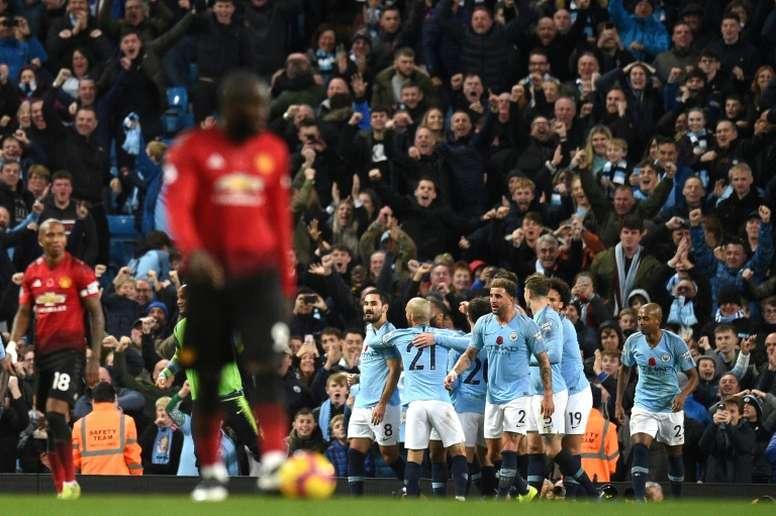 Pourquoi les supporters de Man United veulent que City gagne le titre ? AFP